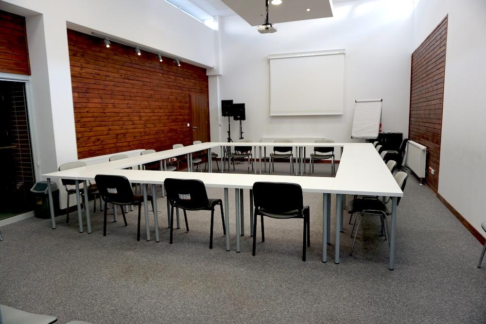 Sala konferencyjna - ustawienie okrąg